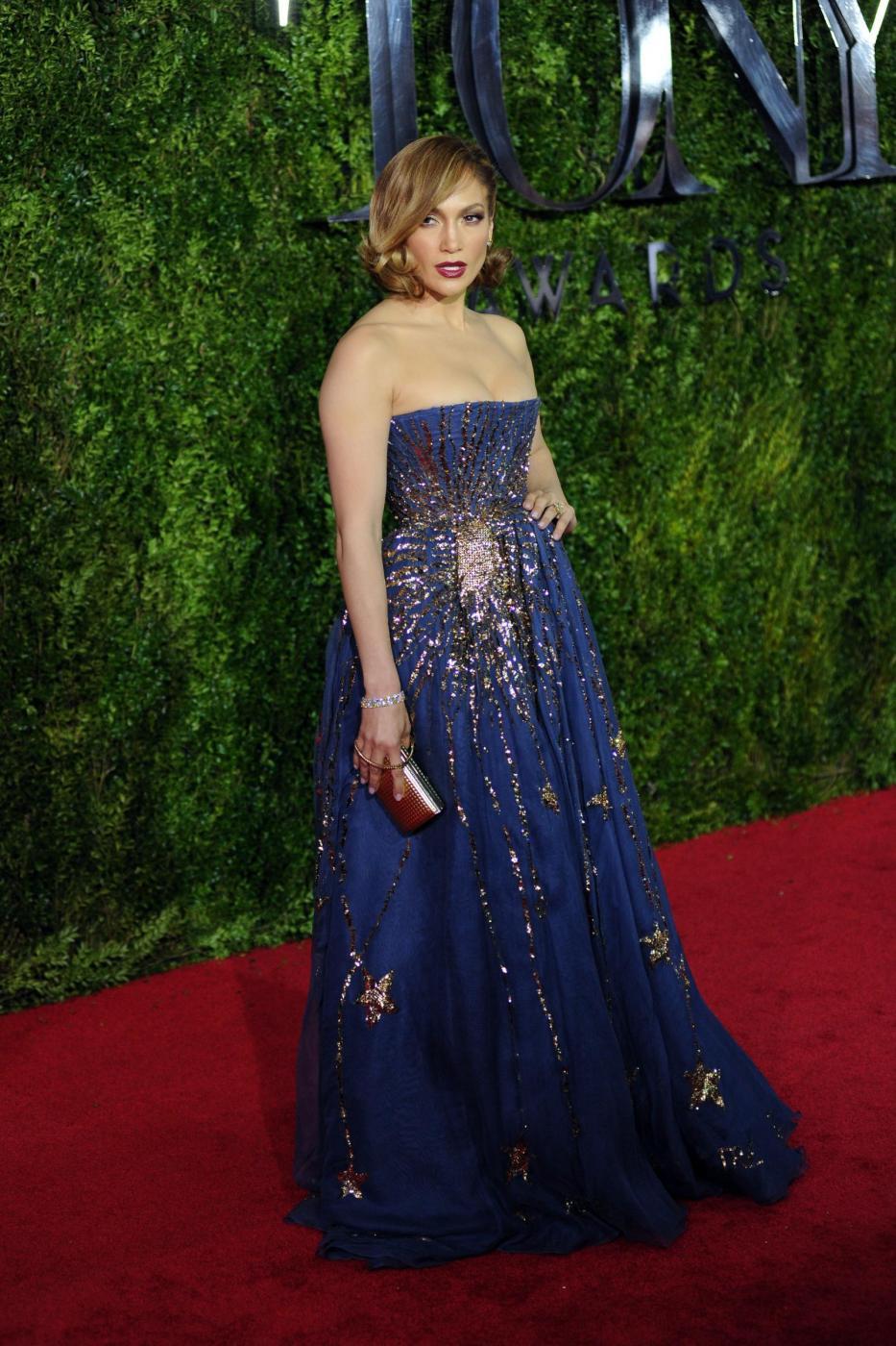Jennifer Lopez, caschetto corto agli Oscar del teatro a New York FOTO 9