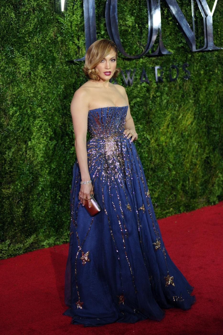 Jennifer Lopez, caschetto corto agli Oscar del teatro a New York FOTO 11