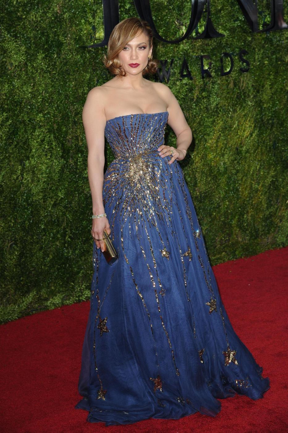 Jennifer Lopez, caschetto corto agli Oscar del teatro a New York FOTO 13