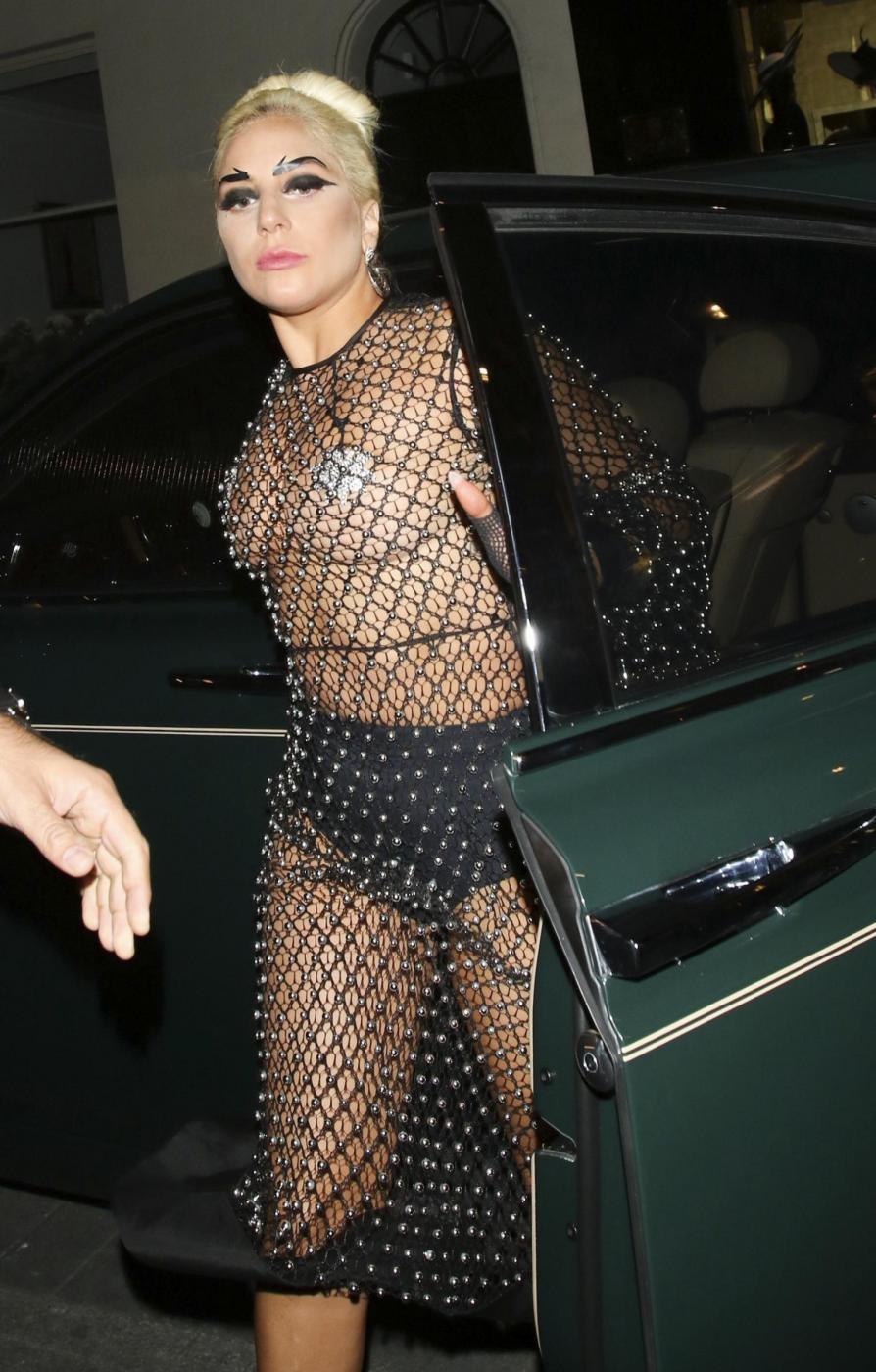 Lady Gaga: nude look estremo a Londra FOTO