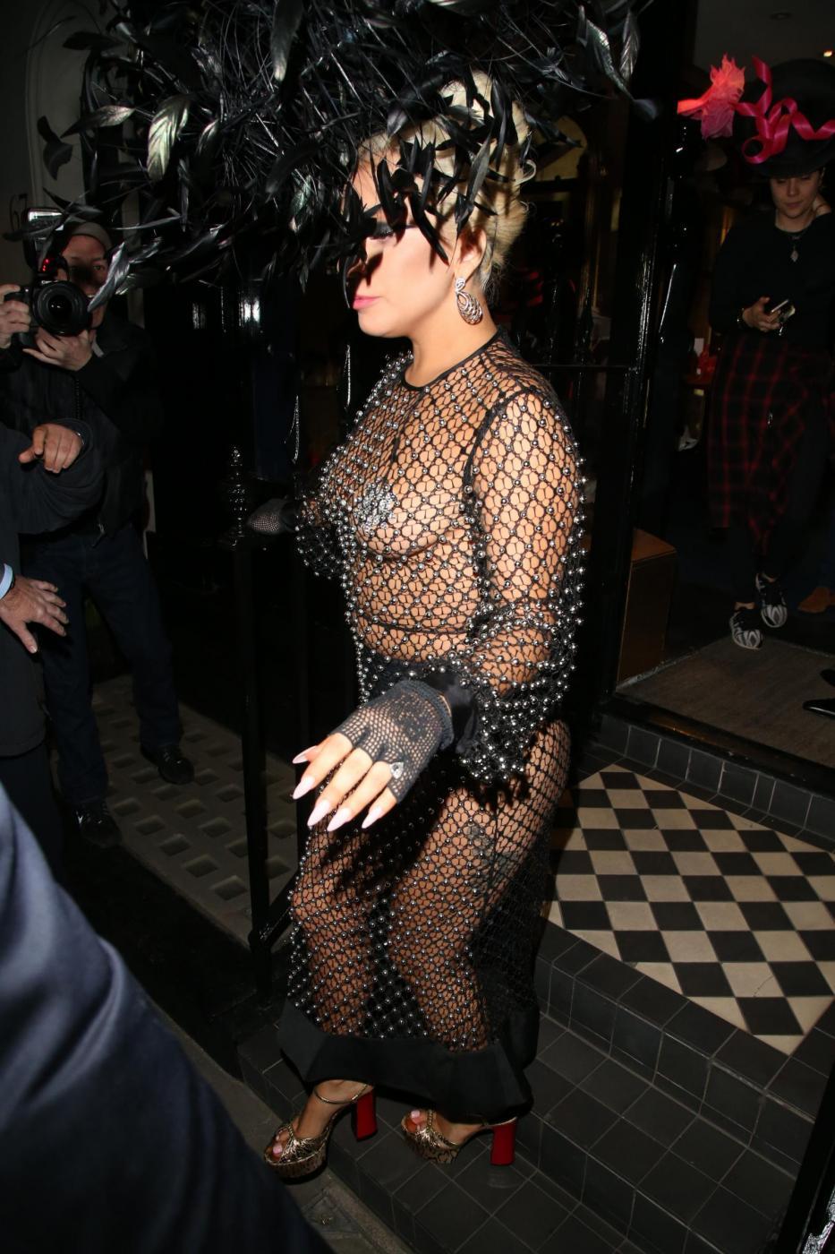 Lady Gaga: nude look estremo a Londra FOTO 8