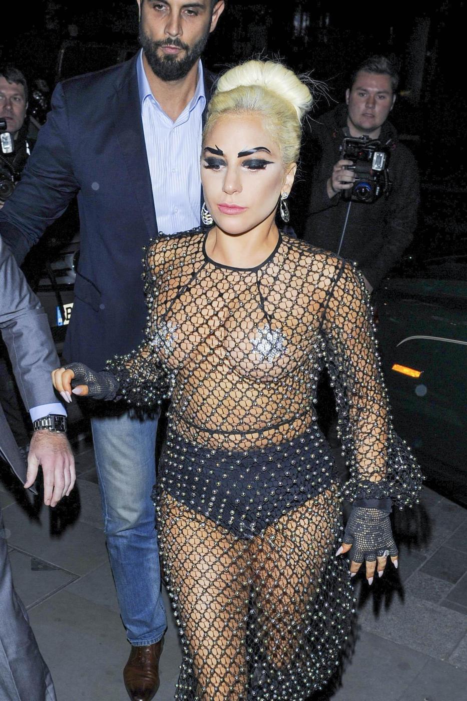 Lady Gaga: nude look estremo a Londra FOTO 4