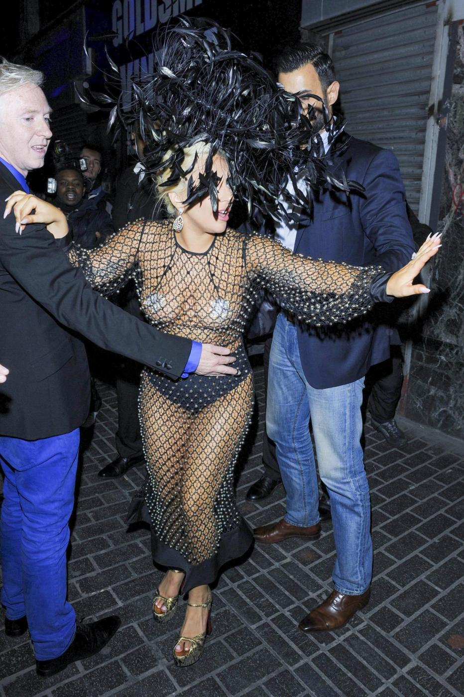 Lady Gaga: nude look estremo a Londra FOTO 3