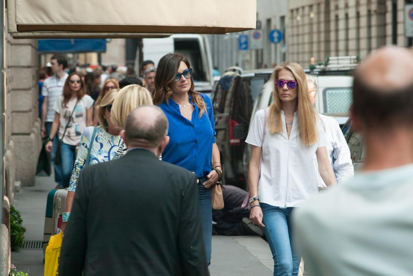 Alena Seredova e Lavinia Borromeo fanno shopping a Milano FOTO 10