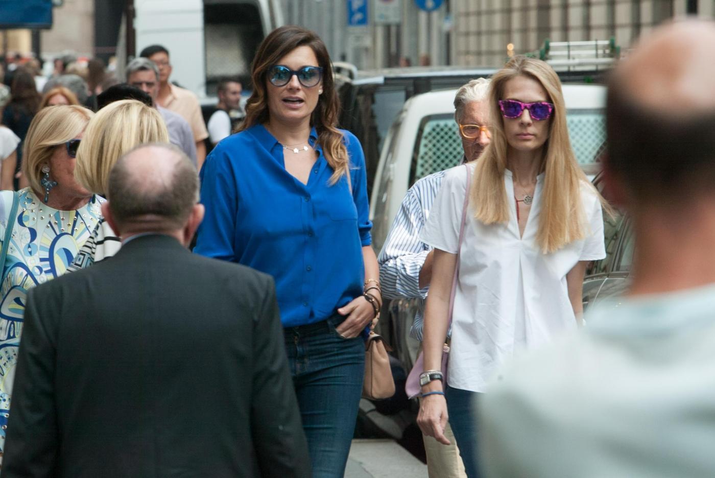 Alena Seredova e Lavinia Borromeo fanno shopping a Milano FOTO 11