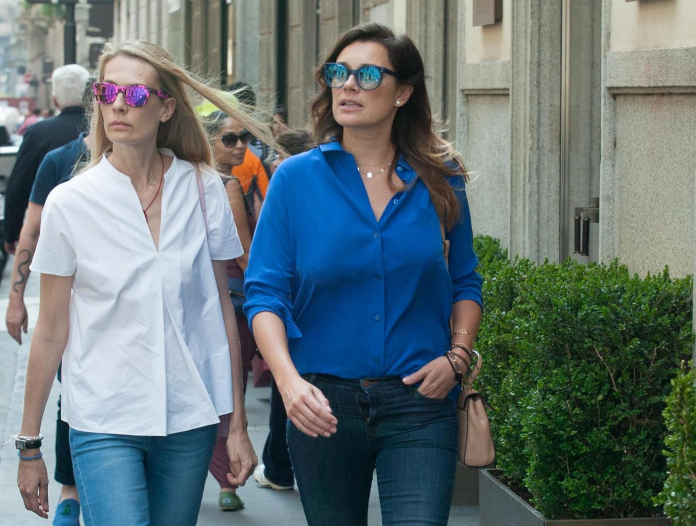 Alena Seredova e Lavinia Borromeo fanno shopping a Milano FOTO H