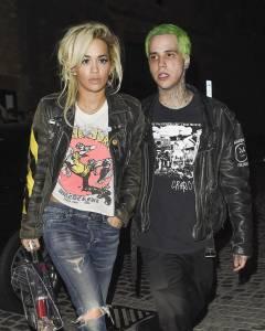 Rita Ora insieme al fidanzato Ricky Hil a Londra FOTO 8