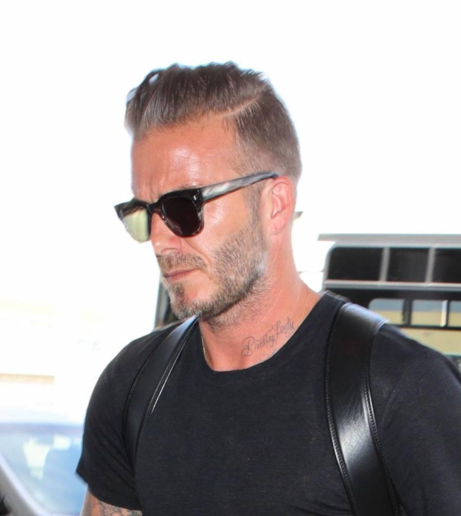 David Beckham comodo e in total black: il manuale di stile dell'ex calciatore7