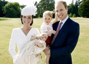 Kate Middleton, foto ufficiali Mario testino battesimo piccola Charlotte2