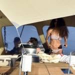 Afef in vacanza con amici: sole e relax sul superyacht di famiglia7
