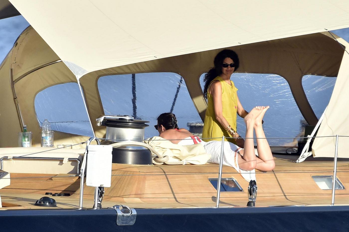 Afef in vacanza con amici: sole e relax sul superyacht di famiglia2