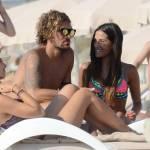 Alessio Cerci e la moglie: baci e selfie sul pedalò a Formentera3