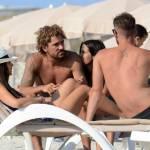 Alessio Cerci e la moglie: baci e selfie sul pedalò a Formentera4
