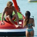 Alessio Cerci e la moglie: baci e selfie sul pedalò a Formentera7