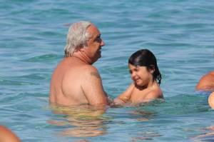 Flavio Briatore papà affettuoso: al mare in Costa Smeralda senza la Gregoraci11
