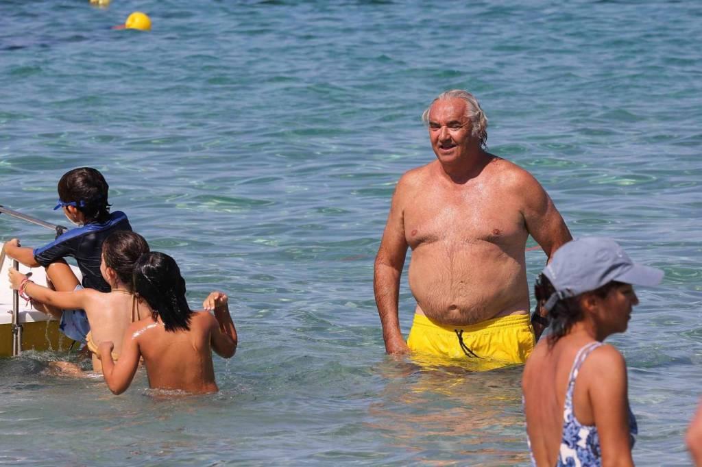 Flavio Briatore papà affettuoso: al mare in Costa Smeralda senza la Gregoraci