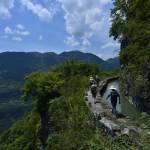 Cina, l'acquedotto costruito sul precipizio della montagna12
