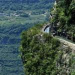 Cina, l'acquedotto costruito sul precipizio della montagna8