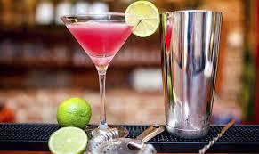 Cosmopolitan, come preparare il cocktail: VIDEO tutorial