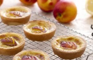 Ricette di dolci: crostatine crema e pesche