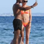 Doutzen Kroes, vacanze in Spagna col marito: corpo perfetto e muscoloso12