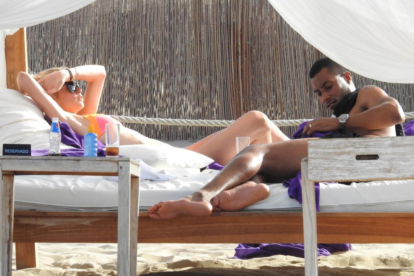 Doutzen Kroes, vacanze in Spagna col marito: corpo perfetto e muscoloso2