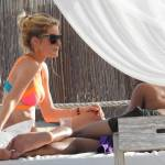 Doutzen Kroes, vacanze in Spagna col marito: corpo perfetto e muscoloso3