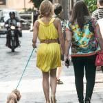Elena Barolo, shopping in via Montenapoleone col cagnolino Whisky e l'amica07