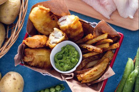 Ricette finger food: fish and chips con salsa di pisellini
