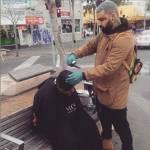 Nasi Sobhani, il barbiere che taglia capelli gratis ai barboni di Mebourne14