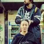 Nasi Sobhani, il barbiere che taglia capelli gratis ai barboni di Mebourne1