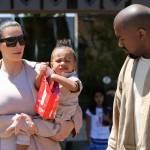 Kim Kardashian incinta, al cinema con Kanye West e la piccola North10