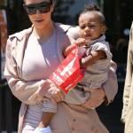 Kim Kardashian incinta, al cinema con Kanye West e la piccola North8