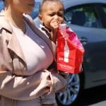Kim Kardashian incinta, al cinema con Kanye West e la piccola North7