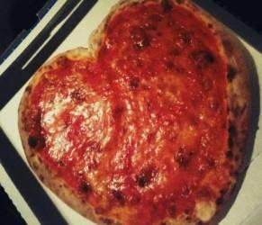 Sono a dieta, posso mangiare la pizza? Certo che sì! Ecco quanto e come