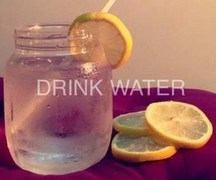 Bere un bicchiere di acqua la mattina: ecco cosa succede al nostro corpo