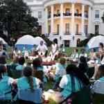 Barack Obama e Michelle ospitano 50 giovani scout alla Casa bianca05