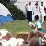 Barack Obama e Michelle ospitano 50 giovani scout alla Casa bianca04