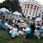 Barack Obama e Michelle ospitano 50 giovani scout alla Casa bianca03