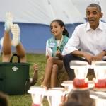 Barack Obama e Michelle ospitano 50 giovani scout alla Casa bianca02