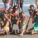 Federica Panicucci gioca in spiaggia con figli: c'è anche il marito Mario Fargetta9