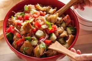 Panzanella, ricetta semplice a complicata allo stesso tempo. Te la sai fare?