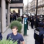 Parigi, animalisti Fondazione Bardot protestano contro Fendi13