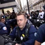 Parigi, animalisti Fondazione Bardot protestano contro Fendi12