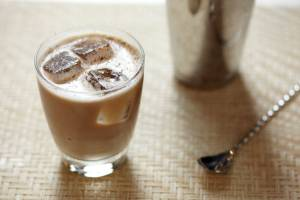 White Russian, come preparare il cocktail: VIDEO tutorial