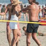 Daniela Santanchè fisico da ragazzina: in vacanza gioca a beach volley