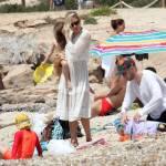 Sienna Miller mamma tenera e premurosa a Formentera2