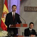 Letizia Ortiz di Spagna: abito rosso monospalla per la visita in Messico FOTO 7