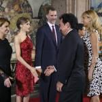 Letizia Ortiz di Spagna: abito rosso monospalla per la visita in Messico FOTO 10
