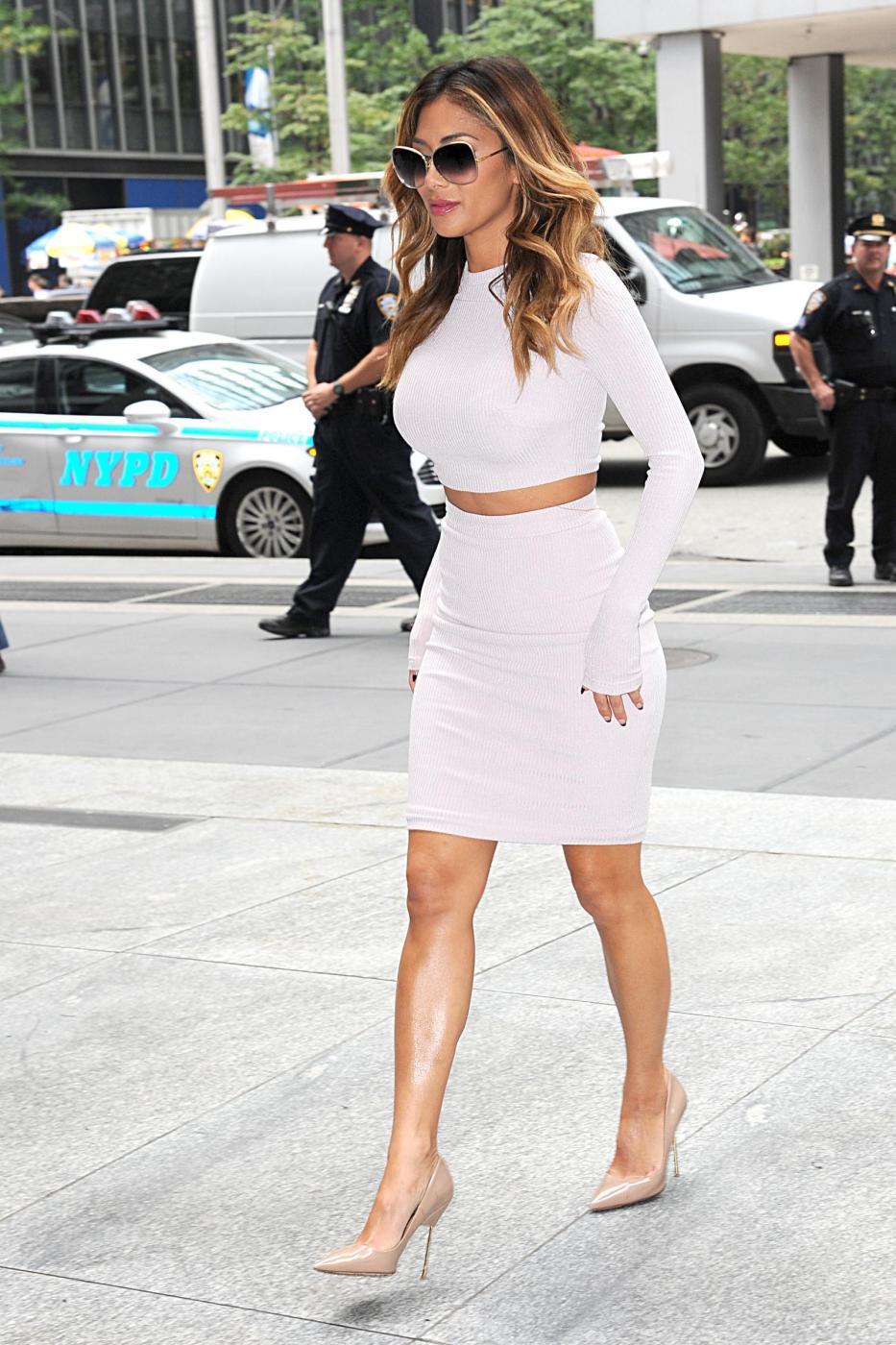 Nicole Scherzinger sempre più curvy e...bionda. Abiti super aderenti a New York FOTO 1